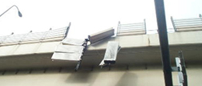 Measures to prevent noise barrier from falling by installing wire ropes